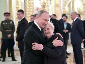 Tổng thống Putin gặp lại cô giáo cũ