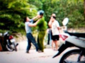 Giải cứu phụ nữ bị bạo hành, Thiếu tá Cảnh sát bị thương