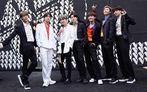 BTS bùng nổ với bản hit 'Boy with luv' trong đêm chung kết The Voice US