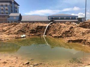 Bình Định: Điều tra vụ 2 cháu bé rơi xuống hố công trình tử vong