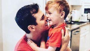 Con trai ca sỹ nhạc đồng quê chết đuối tại nhà
