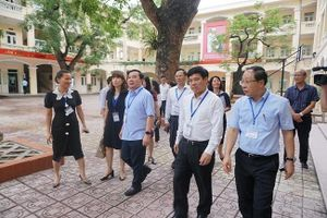 Bộ trưởng Bộ GD-ĐT thị sát các điểm thi ở Hà Nội