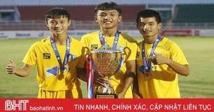 3 cầu thủ người Hà Tĩnh cùng U15 SLNA vô địch giải quốc gia