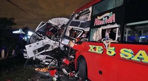 Bình Thuận: Xe khách tông trực diện xe tải trong đêm, 2 tài xế tử vong tại chỗ