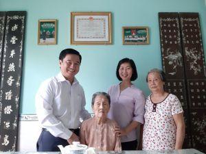 Lãnh đạo TP.HCM thăm mẹ VNAH và thương binh