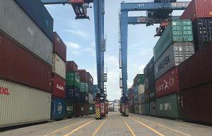 Điều tiết hàng hóa, giảm tải tại cảng Cát Lái