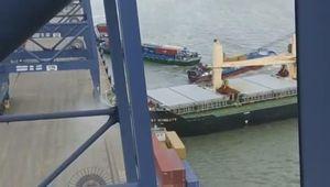Khoảnh khắc tàu ngàn tấn đâm sầm vào cảng Cái Mép