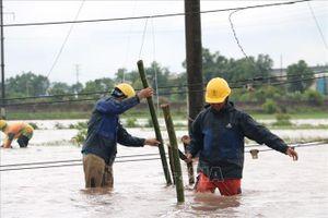 Điện lực miền Bắc khẩn trương khắc phục sự cố do mưa bão
