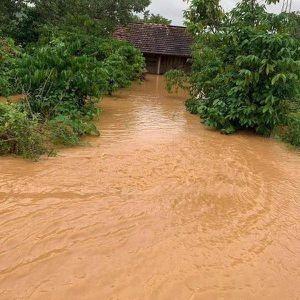 Đồng Nai: Lũ 'tấn công' ồ ạt làm hai huyện ngập nặng, một người dân mất tích