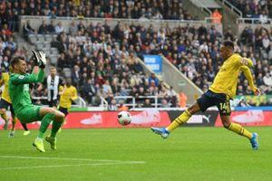 Arsenal thắng chật vật Newcastle 1-0 trên sân khách