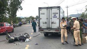 Người phụ nữ bán hương ngày rằm bị xe tải tông tử vong