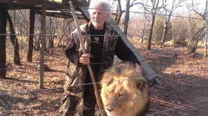 Người đàn ông bị chính sư tử mình nuôi xé xác chết