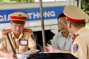 Phạt hàng chục tài xế bật đèn pha qua hầm vượt sông Sài Gòn