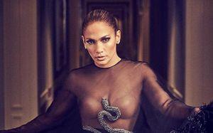 Jennifer Lopez diện mốt trong suốt lên tạp chí ở tuổi 50