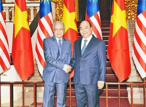 Thủ tướng Nguyễn Xuân Phúc đón, hội đàm với Thủ tướng Ma-lai-xi-a M.Mô-ha-mét