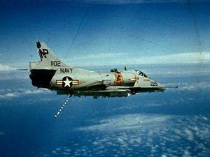 A-4 Skyhawk Mỹ sống sót hy hữu sau khi bị SA-2 Việt Nam bắn nát đuôi
