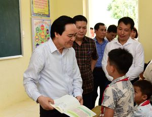 Khai giảng năm học 2019-2020: Bộ trưởng Phùng Xuân Nhạ nhớ giữ lời hứa!