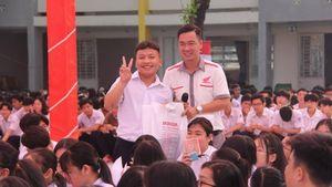 Hướng dẫn tham gia giao thông an toàn cho 800 học sinh