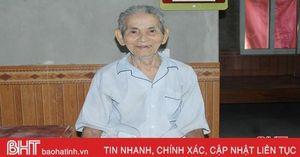 Gần 90 tuổi, cuộc sống khó khăn vẫn vui vẻ ra khỏi danh sách hộ nghèo