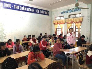 Học sinh nghèo huyện Kỳ Sơn trả lại 17 triệu đồng cho người mất