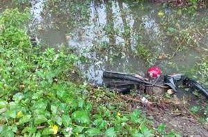 Huế: Phát hiện nam thanh niên tử vong cùng chiếc xe máy dưới mương nước