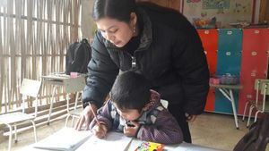 Một mình giữa rừng sâu, cô giáo hy sinh tuổi thanh xuân thắp ước mơ cho học sinh vùng cao