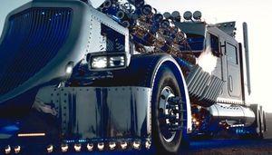 Chi 12 triệu USD mua xe đầu kéo quái vật, đắt gấp nhiều lần siêu xe