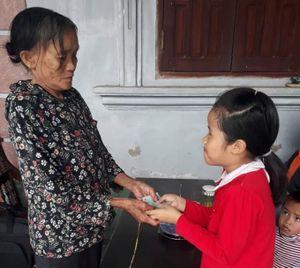 Nhặt được chiếc ví chứa nhiều tiền mặt và 3 dây chuyền vàng, học sinh lớp 3 tìm trả lại người đánh rơi