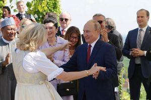 Cựu Ngoại trưởng Áo nhớ lại lần đầu khiêu vũ với Tổng thống Putin