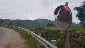 Nhiều gương cầu lồi, lan can trên các tuyến QL bị phá hỏng, mất trộm