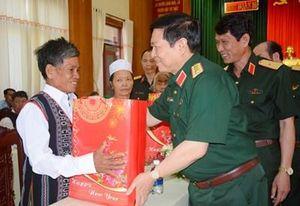 Đoàn công tác Bộ Quốc phòng thăm, làm việc và tặng quà gia đình chính sách tại Bình Phước và Binh đoàn 16