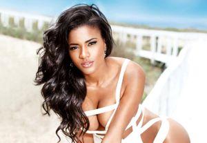 Hoa hậu Hoàn vũ da màu vẫn đẹp sau 9 năm đăng quang