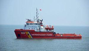 Con tàu canh biển ngày Xuân