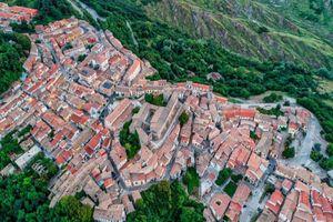 Kinh ngạc thị trấn Italy bán loạt nhà có giá 1 USD, 'rẻ như bèo'