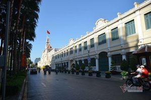 Ít giờ hiếm hoi vắng lặng sáng mùng 1 Tết ở Sài Gòn