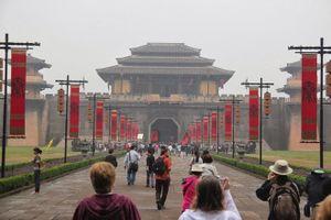 Phim trường lớn nhất Trung Quốc đóng cửa vì virus corona