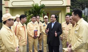 Bí thư Thành ủy Hoàng Trung Hải động viên doanh nghiệp sản xuất đầu năm