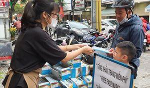 Khẩu trang được phát miễn phí cho người cần dùng ở Đà Nẵng