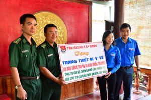 Tặng 10.000 khẩu trang y tế và 10.000 găng tay cho các đơn vị chống dịch trên biên giới Tây Ninh