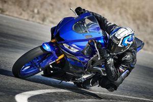 Yamaha YZF-R25 2020 ra mắt, nâng cấp nhẹ thiết kế, thêm màu mới