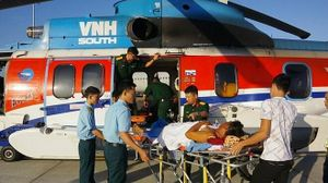 2 bệnh nhân ở Trường Sa được trực thăng đưa về đất liền điều trị