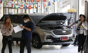 Người dân Thái ùn ùn kéo nhau đi mua xe Chevrolet giá rẻ