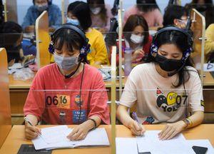 Hàng nghìn sinh viên trở lại trường sau kỳ nghỉ gần 2 tháng