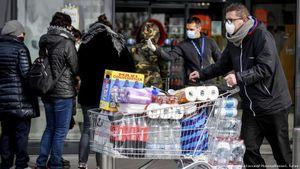 Sau châu Á, đến lượt người châu Âu và Mỹ đổ xô đi mua giấy vệ sinh