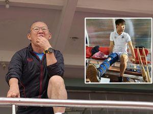 Hàng thủ vỡ toang, HLV Park Hang-seo lo vá