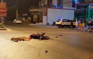 Tông vào ô tô, 2 thiếu niên tử vong