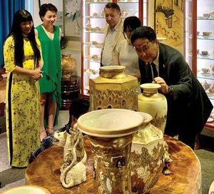 Thưởng trà Việt, ngắm gốm Satsuma