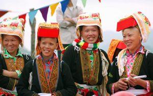 Gìn giữ vẻ đẹp trang phục truyền thống