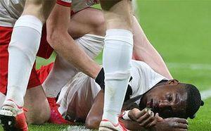 Hậu vệ RB Leipzig suýt chết trong ngày vui của đội nhà