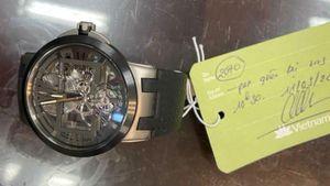 Trao lại đồng hồ trị giá khoảng 40.000 USD cho hành khách bỏ quên